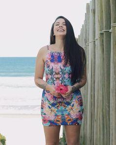 E falando em brilho QUE linda a blogueira mari @blogmarianabueno com o vestido estampado da #Etiquetaamei produzido com todo amor e carinho assim como as fotos que a mari fez!🌺🍃🌴 Amamos 💖 #lojaamei #praia #vestido #cor #flor #verao #mar