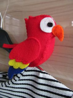 Clip On Pirate's Parrot - Felt craft, Pirate Party, Fancy Dress