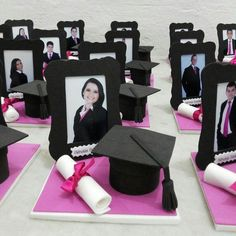 EVA Craft: 60 models to inspire your production (photos, tutorials and shapes) EVA Craft: 60 Modelle, die Ihre Produktion inspirieren (Fotos, Tutorials und Formen) – – Graduation Party Centerpieces, Graduation Party Planning, College Graduation Parties, Kindergarten Graduation, Graduation Decorations, School Decorations, Grad Parties, Graduation Crafts, Graduation Cupcake Toppers
