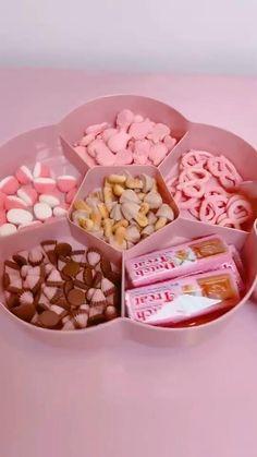 Japanese Snacks, Japanese Candy, Japanese Sweets, Japanese Food, Cute Food, Yummy Food, Kawaii Games, Space Food, Otaku Room