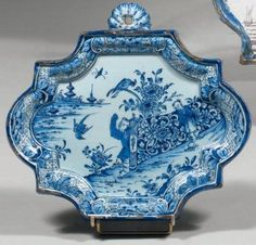 DELFT . wall plate of oblong shape with contoured edge .