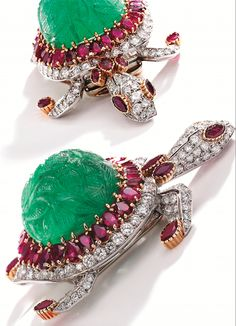 Brooches Jewels : Platinum 18 Karat Gold Carved Emerald Ruby and Diamond Brooch Cartier Paris Insect Jewelry, Gems Jewelry, High Jewelry, Jewelry Art, Antique Jewelry, Vintage Jewelry, Jewelry Design, Jewellery, Turtle Jewelry