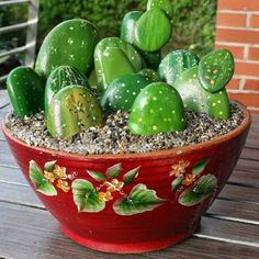 nice 20 DIY Ideas for Garden Decor with Pebbles and Stones The pebbles are the best solution to customize any outdoor space. Original, aesthetic and easy to handle, decorative pebbles become a glance in real d. Pebble Stone, Pebble Art, Stone Art, Painted Rock Cactus, Painted Rocks Craft, Cactus Pierre, Decoration Cactus, Stone Cactus, Art Pierre