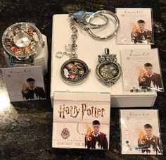 41 Ideas origami owl harry potter charms for 2019 Bijoux Harry Potter, Harry Potter Owl, Harry Potter Charms, Mundo Harry Potter, Harry Potter Merchandise, Harry Potter Hogwarts, Origami Owl Charms, Origami Owl Lockets, Origami Owl Jewelry
