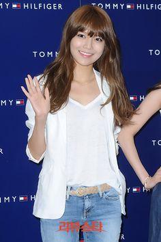 Korean Artist, Sooyoung, Snsd, Girls Generation, Kpop Girls, Asian Beauty, Exotic, Princess, Blouse