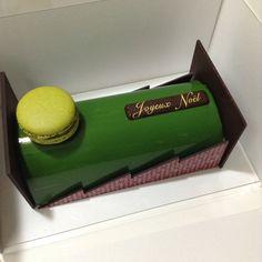 パティスリー サダハル アオキ パリさんのノエルマッチャアズキ。大人なケーキでした。