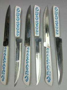 Cornflower blue Corning Ware go with steak knives by Household Japan set of 6 Vintage Dishes, Vintage Kitchen, Vintage Pyrex, Pocket Knife Brands, Pocket Knives, Sharpening Tools, Steak Knives, Vintage Love, Kitchen Knives