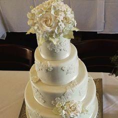 Such an elegant cake!