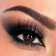 How to Create a Bronze Smokey Eye | AmazingMakeups.com