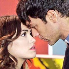 """HOY EN ESPERANZA MIA: Esperanza: """"usted esta celoso de su hermano, pero digalo""""   Tomas: """"si es eso, no puedo ni siquiera imaginarte con otro hombre"""" VAMOOOOO CARAJOOO, TOMAS YA NO PUEDE MAS CON LO CELOS. ESTA NOCHEEE #EsperanzaMia #Tomanza"""