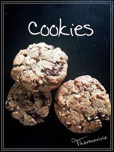 """Une recette ultra facile.. Ludique et pratique avec le Cook expert où les enfants pourront littéralement mettrent """"la main à la pâte""""  Hyper rapide à réaliser... Vous ne mangerez plus de cookies industriels Hyper sucrés! Ingrédients: 100 g de chocolat..."""