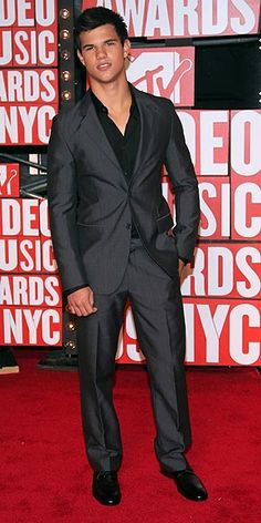 taylor lautner at 2010 vma awards. i know he's not legal, but he's so hot, and wears the BEST suits.