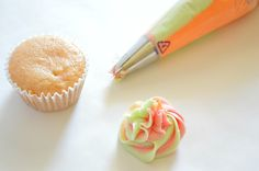A tutorial on how to swirl together multiple frostings for decorating cupcakes. #houseofyumm