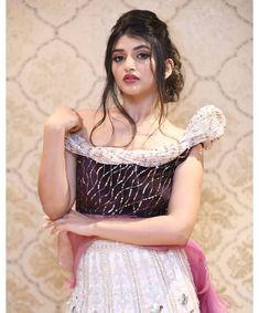 Dp Photos, Girl Photos, Indian Heroine, Girl Photo Poses, India Beauty, Beautiful Actresses, Desi, Actors, Celebrities