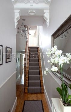 Classic but beautiful – a Victorian terraced house's hallway. Plenty of these f… Classic but beautiful – a Victorian terraced house's hallway. Plenty of these found all across the UK! Victorian Hallway, Victorian Terrace House, Victorian Homes, Victorian Interiors, Edwardian Staircase, 1930s Hallway, Modern Victorian Decor, Design Entrée, Flur Design