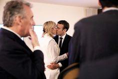 Emmanuel Macron et sa femme Brigitte Trogneux (Macron) en backstage avant son meeting