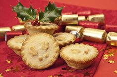 Mince Pies, the traditional English Christmas pastry - Top Of The World Mince Pies, Christmas Treats, Christmas Pies, Merry Christmas, English Christmas, Tasty, Yummy Food, Thanksgiving Recipes, Cake Recipes
