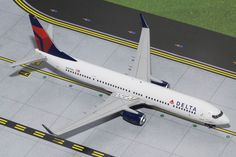"1/200 Gemini Jets Delta Airlines Boeing 737-900w Registration: N827DN G2DAL512 SPECIAL ORDER - Item usually ships in 5-10 days. Length 8.29"" Wingspan 6.75"" Each model is very collectible and all regul"