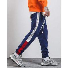 Jogging / Pantalon style streetwear asiatique pour un look tendance. Ce vêtement est en taille asiatique, donc nous vous conseillons de prendre une taille au dessus. Par exemple si vous portez S, prenez du M. Ou suivez le guide des tailles pour trouver votre taille. • 100% polyester • UNISEXE • Disponible en plusieurs coloris Pantalon Streetwear, Moda Streetwear, Streetwear Jackets, Style Streetwear, Mens Sweatpants, Mens Sweatshirts, Hip Hop, Jogging, Fashion Leaders