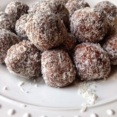These chocolate date oat balls are really tasty! Ingredients: 1 cup of rolled oats 1 1/4 cup of chopped dates (Medjool dates are amazing, not the dried ones in bags) 1/4 cocoa powder, or cacao powder or carob powder 1+ tbsp shredded coconut (optional, enough to cover each ball) Blend oats into almost a flour …