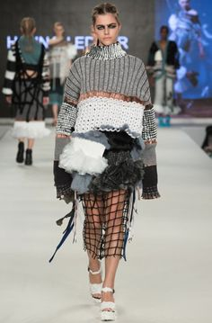 Hannah Edgar: beautiful model in the ugliest outfit I have ever seen. Really, who would wear this? Shoot that designer...