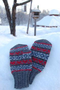 Hanna Parkman – Dela dina vantar! Drops Lima, Knitting Accessories, Mitten Gloves, Knitted Hats, Stuff To Do, Socks, Inspiration, Tejidos, Fingerless Gloves