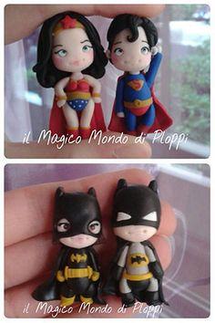 Statuine realizzate a mano con i supereroi Superman, Wonder Woman, Batman e Batgirl. Handmade action figures super heroes.