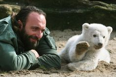 If this wasn't the best relationship between a man and an animal, I don't know what is.