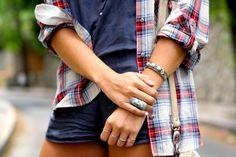 trendy_taste-look-outfit-street_style-ootd-blog-blogger-fashion_spain-moda_españa-camisa_cuadros-oversize-plaid_shirt-cowboy_booties-botines_camperos-shorts-zara-hype-sunglasses-2