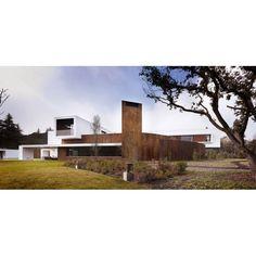 What do you think about this house? #architecture #arsitektur #modernarchitecture #arsitekturmodern #modernhouse #rumahmodern #garden #taman #exterior #exteriordesign #taman #eksterior