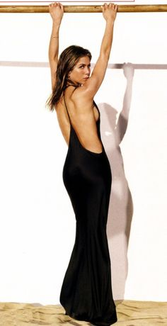 Wow Jennifer Aniston looks hot to trot in a simple black maxi dress that highlights all the right places.
