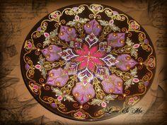 Декоративная тарелка. Роспись по стеклу.Точечная роспись. Автор Лариса Симанова(Lara Si Ma)