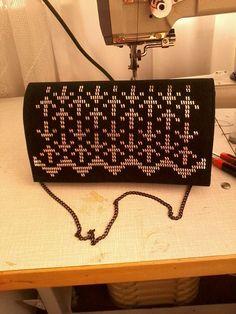 . Weaving Patterns, Bargello, Plastic Canvas Patterns, Evening Bags, Wallet, Shoes, Bags, Cross Stitch, Dots