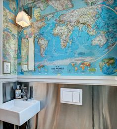 Map Collage Powder Room | World Map | Mapa Mundi no Banheiro | Bathroom | Decor | Decoration | Design | Home