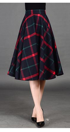 If this Plaid Midi Skirt has pockets, then it's perfect. Modest Outfits, Skirt Outfits, Modest Fashion, Dress Skirt, Fall Outfits, Fashion Dresses, Pleated Skirt, Mode Tartan, Pretty Outfits