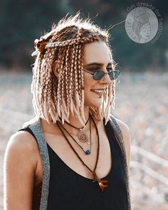 hippie hair 619456123730141864 - Source by besskhloe Blonde Dreads, Fake Dreads, Short Box Braids Hairstyles, Dreadlock Hairstyles, Pretty Hairstyles, White Girl Dreads, Dreads Girl, Pelo Kanekalon, Wool Dreads