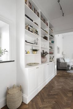 Bookshelves Built In, Built Ins, Casual Living Rooms, Eclectic Furniture, Home Libraries, Family Room Design, Living Room Interior, Modern, House Design