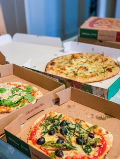 Embers is an excellent addition to Padstow, serving up some very good woodfired pizzas - a great choice if you fancy a pizza night in your holiday cottage. Cheesey Garlic Bread, Wild Mushrooms, Stuffed Mushrooms, Meat Feast Pizza, Order Takeaway, Special Of The Day, Small Pizza, Mushroom Pizza, Pizza