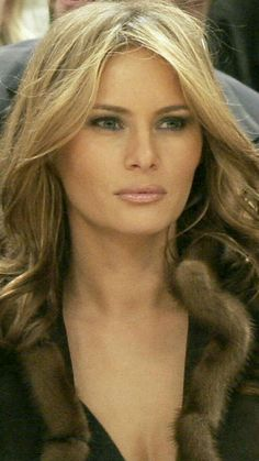 She's plastic but fantastic God Bless America Melania Trump the lady. First Lady Of America, Donald Trump Family, Melania Knauss Trump, First Lady Melania Trump, Trump Melania, Malania Trump, Donald And Melania, Trump Is My President, Ivanka Trump