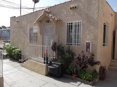 One of the 4 units for sale at this property.  For complete information on this four-unit property for sale go to http://aminoff.com/11213Fig.htm.  Price: $440,000.  8% cap rate.  Over 12% cash on cash return with 25% down payment.  Good investment property.
