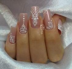 Nail Art Decoration With Rhinestones And Glitter – Best Puzzles, Games, Ideas & Henna Nails, Lace Nails, Henna Nail Art, Bride Nails, Wedding Nails, Gorgeous Nails, Pretty Nails, Indian Nails, Indian Nail Art