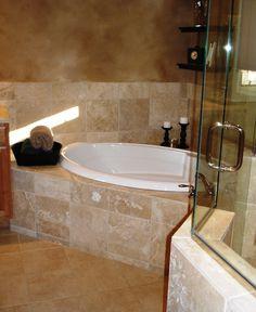 Luxurious corner tub!