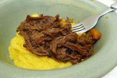 Ragu de costela para servir com polenta (e Negronis)