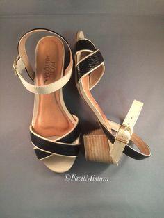 Sandália bicolor em couro com salto grosso