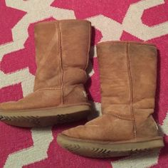 Kids Classic Tall Chestnut Uggs (4 / Women's 6) 100% Authentic Kids Classic Tall Chestnut Uggs (4 / Women's 6). They have blueish stains on them from my jeans rubbing on them but you can't tell when they are on much. Shoes