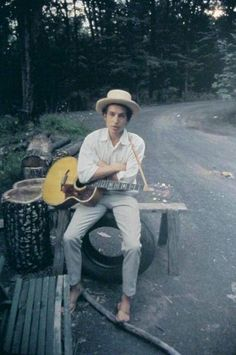 Bob Dylan - is he still stuck inside of Mobile with the Memphis blues again?