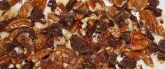 » Vaniljeis med sjokoladeglasserte pekannøtter