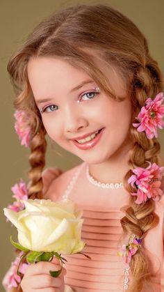 Cute Little Girl Dresses, Beautiful Little Girls, Beautiful Girl Image, Cute Little Girls, Beautiful Children, Beautiful Eyes, Beautiful Flowers, Little Girl Photography, Cute Kids Photography