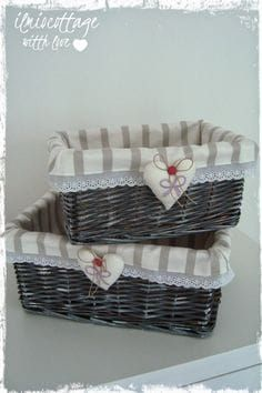 Il mio cottage: Come rivestire vecchi cestini in vimini... ( TUTORIAL ) Diy And Crafts, Arts And Crafts, Shaby Chic, Idee Diy, Basket Decoration, Basket Weaving, Decoupage, Projects To Try, Sewing