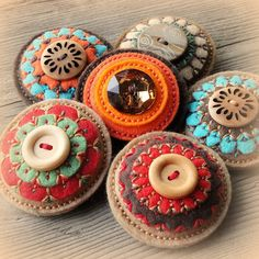 Great collection of embroidered felt pincushions. Check her entire collection on Flickr for more inspiration.